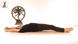 Posture de yoga - Etirement du baton - Dandasana